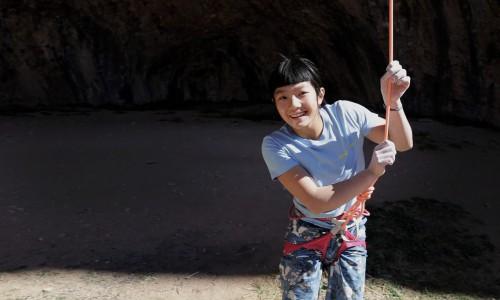 13歳の白石阿島さんが5.15aを完投している動画